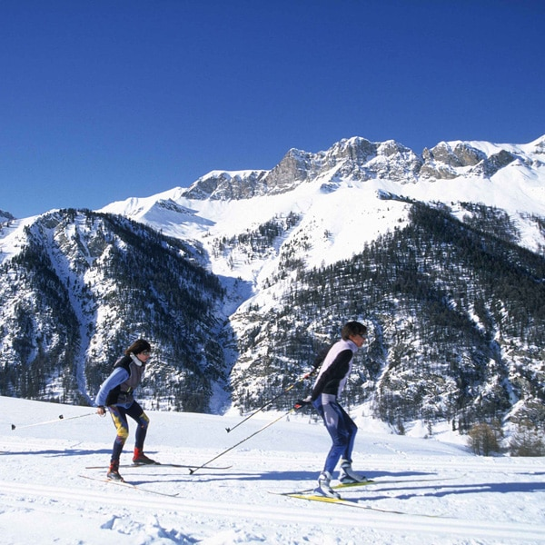 Voir le matériel de ski de fond, raquettes, chaussures seules, casques